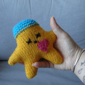 Nawak Winnie - doudou tricoté à la main pour adultes et grands enfants