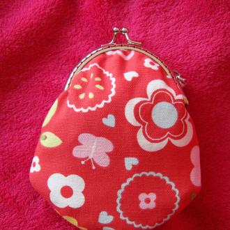 Porte-monnaie avec fermoir rétro rouge à Fleurs.