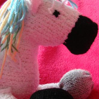 Lenny le poney - doudou tricoté à la main pour adultes et grands enfants